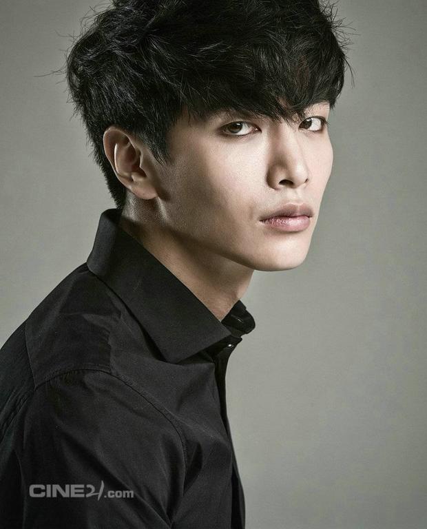 5 diễn viên Hàn lên bờ xuống ruộng vì tin đồn: Song Joong Ki ăn đủ vì tình, Lee Dong Wook - Go Jun Hee dính bê bối rúng động - Ảnh 2.