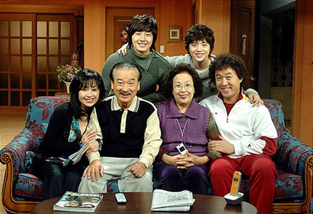 Hành trình 60 năm diễn xuất của ông nội quốc dân Lee Soon Jae: Scandal toàn hạng nặng từ tham gia dị giáo đến bóc lột trợ lý - Ảnh 3.