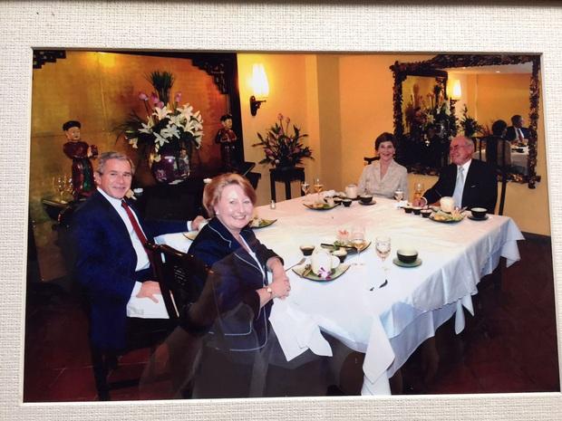 Số phận của những quán ăn Việt sau khi được các Tổng thống Mỹ ghé thăm đều thay đổi đến bất ngờ, nhưng gây tranh cãi nhất là hàng bún chả Obama - Ảnh 7.