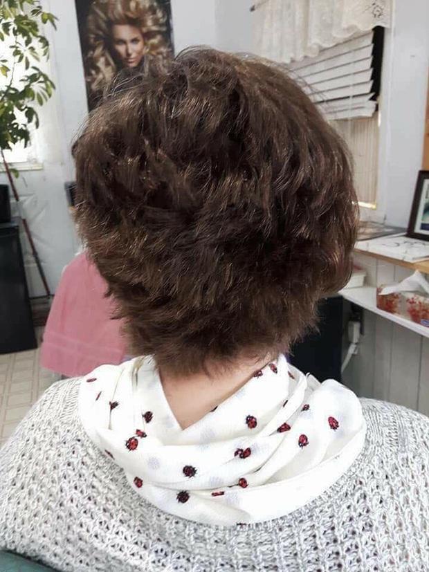 Mang mái tóc bết nhiều năm không cắt đến tiệm đòi phục hồi, cô gái gây choáng với tổ quạ trên đầu, hình ảnh sau tân trang khiến ai cũng ngỡ ngàng - Ảnh 4.