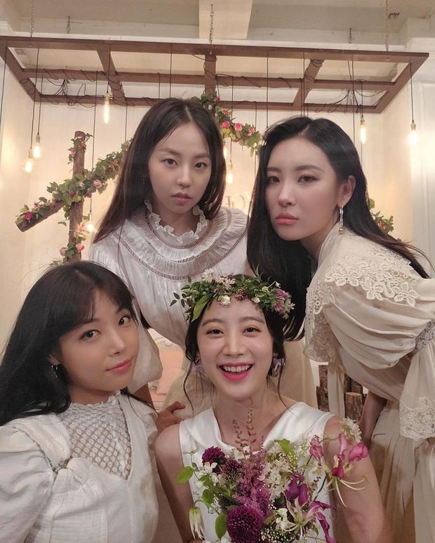 Fan sốc nặng trước bữa tiệc cô dâu của Wonder Girls: Thoải mái đùa giỡn về món đồ tế nhị trên sóng truyền hình - Ảnh 7.