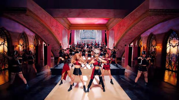 """Những chi tiết bị bỏ quên trong How You Like That: Rosé bị thương là do tai nạn từ Kill This Love"""", MV debut của BLACKPINK cũng có liên quan? - Ảnh 12."""