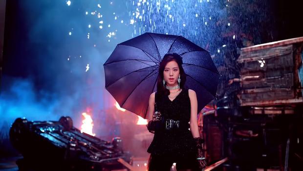 """Những chi tiết bị bỏ quên trong How You Like That: Rosé bị thương là do tai nạn từ Kill This Love"""", MV debut của BLACKPINK cũng có liên quan? - Ảnh 17."""