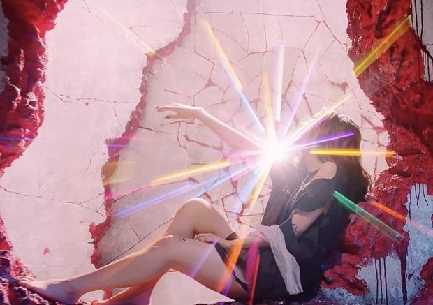 """Những chi tiết bị bỏ quên trong How You Like That: Rosé bị thương là do tai nạn từ Kill This Love"""", MV debut của BLACKPINK cũng có liên quan? - Ảnh 18."""
