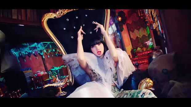 """Những chi tiết bị bỏ quên trong How You Like That: Rosé bị thương là do tai nạn từ Kill This Love"""", MV debut của BLACKPINK cũng có liên quan? - Ảnh 22."""