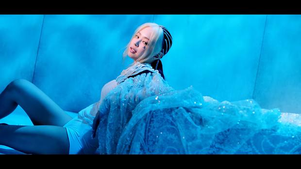 """Những chi tiết bị bỏ quên trong How You Like That: Rosé bị thương là do tai nạn từ Kill This Love"""", MV debut của BLACKPINK cũng có liên quan? - Ảnh 5."""