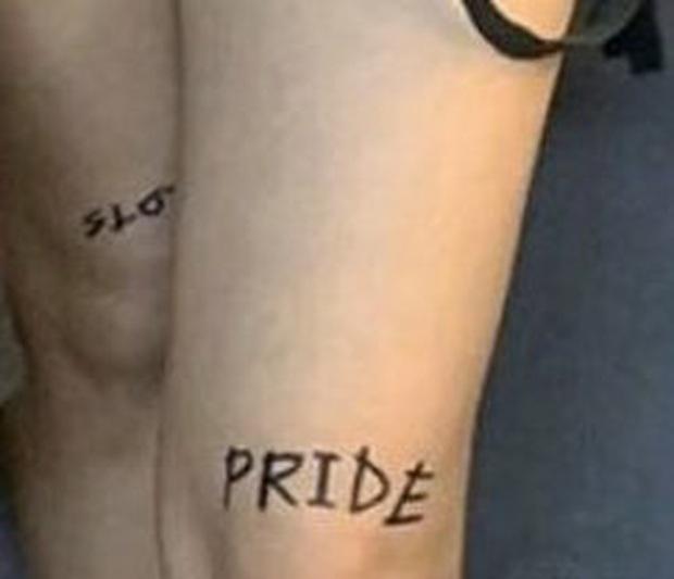 """Những chi tiết bị bỏ quên trong How You Like That: Rosé bị thương là do tai nạn từ Kill This Love"""", MV debut của BLACKPINK cũng có liên quan? - Ảnh 20."""
