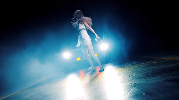 """Những chi tiết bị bỏ quên trong How You Like That: Rosé bị thương là do tai nạn từ Kill This Love"""", MV debut của BLACKPINK cũng có liên quan? - Ảnh 7."""
