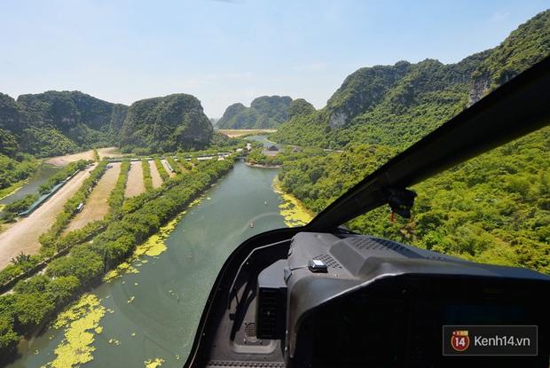 Đi Tràng An bằng máy bay: những vị khách đầu tiên đã được bay thử nghiệm ngắm cố đô trên trực thăng - Ảnh 8.