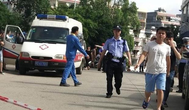 Đâm dao tại trường tiểu học Trung Quốc khiến 39 người bị thương, nghi phạm là bảo vệ của trường - Ảnh 1.