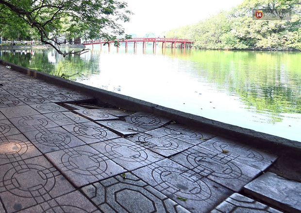 Chùm ảnh: Vỉa hè Hồ Gươm được lát đá hóa cương, thay đổi diện mạo mới - Ảnh 3.