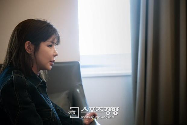 Gương mặt sưng phù đeo bám Park Bom suốt nhiều năm cứ tưởng là do dao kéo, nhưng sự thật phía sau khiến ai cũng xót xa - Ảnh 5.