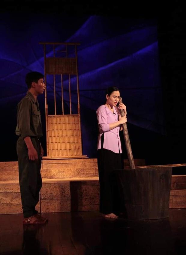 Gái xinh đào mỏ Những Ngày Không Quên Việt Hoa: Nhan sắc cực phẩm lại ngoan hiền khác hẳn trên phim - Ảnh 11.