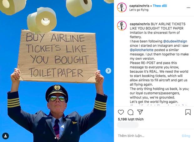"""Bức ảnh phi công cầm biển """"Hãy mua vé máy bay như bạn mua giấy vệ sinh"""": đằng sau sự ví von hài hước là nỗi buồn của hàng triệu người - Ảnh 2."""