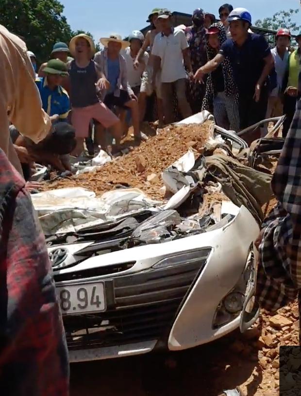 Danh tính 3 nạn nhân tử vong trong vụ tai nạn xe ben đè bẹp ô tô ở Thanh Hóa - Ảnh 1.