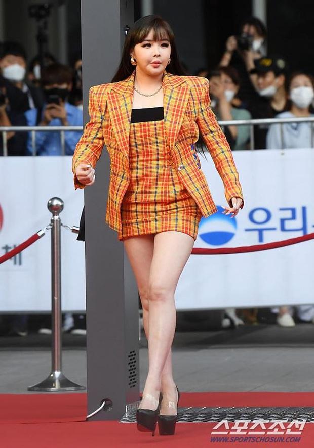 Đại diện Park Bom phản hồi về hình ảnh gây sốc ở Oscar Hàn Quốc và tiết lộ tương lai của thành viên 2NE1 - Ảnh 1.