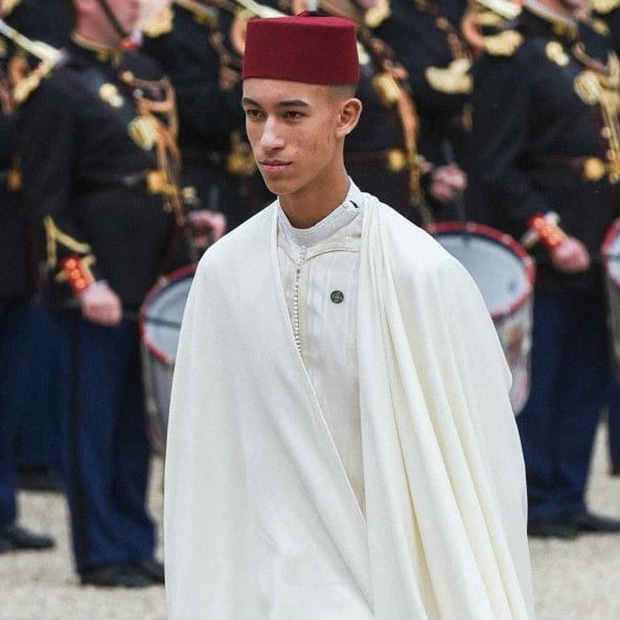 Những gương mặt nhí sinh ra đã đội vương miện trên đầu: Hoàng tử Anh đông fan từ bé, Hoàng tử Nhật lại không phải con trai của Thiên Hoàng - Ảnh 4.