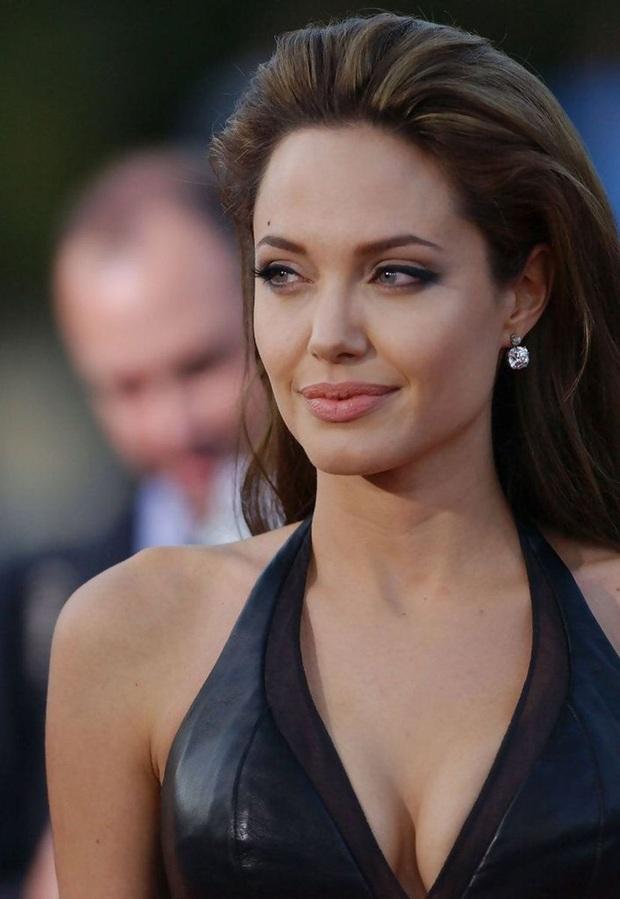 Đến chị em cũng phải mê mẩn trước nhan sắc của Angelina Jolie hồi xưa: Đẹp như một vị thần, khí chất quyến rũ ná thở - Ảnh 8.