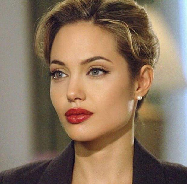 Đến chị em cũng phải mê mẩn trước nhan sắc của Angelina Jolie hồi xưa: Đẹp như một vị thần, khí chất quyến rũ ná thở - Ảnh 4.