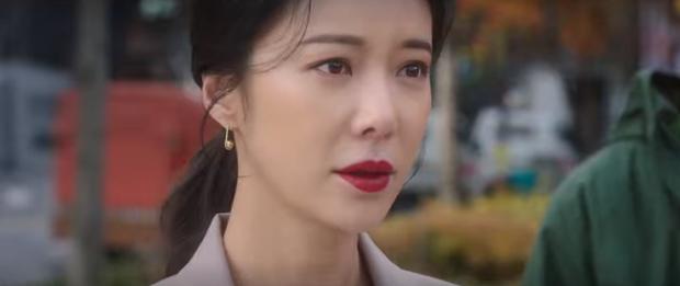 Vừa nhẵn túi vì chơi game, dì hai Hwang Jung Eum bị Diêm Vương tịch thu luôn quán vì tội ăn cắp ở tập 6 Mystic Pop-up Bar - Ảnh 11.