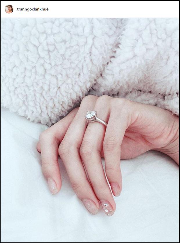 Soi cận nhẫn cầu hôn của sao Vbiz: Toàn đính kim cương siêu to, Tóc Tiên đặc biệt thế nào mà giấu nhẹm chẳng khoe? - Ảnh 10.