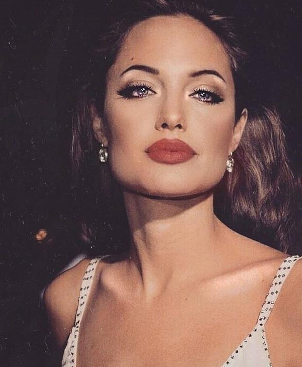 Đến chị em cũng phải mê mẩn trước nhan sắc của Angelina Jolie hồi xưa: Đẹp như một vị thần, khí chất quyến rũ ná thở - Ảnh 5.