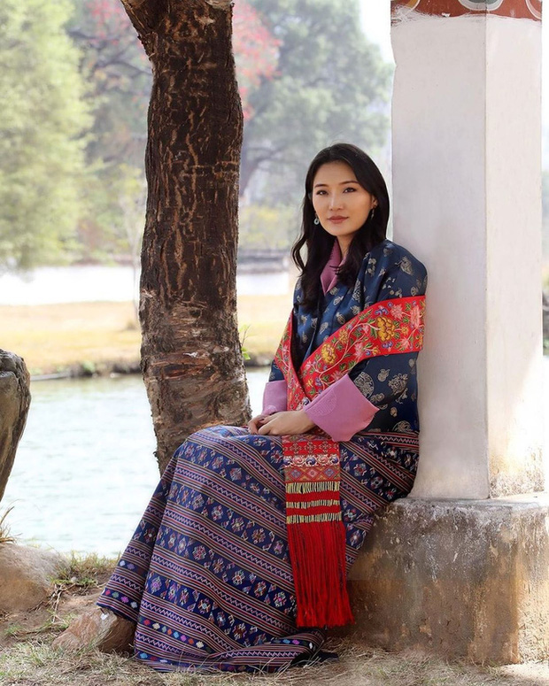 Hoàng hậu vạn người mê Bhutan đón tuổi mới chỉ bằng một tấm hình nhưng cũng đủ khiến hàng triệu người xốn xang vì quá hoàn mỹ - Ảnh 1.