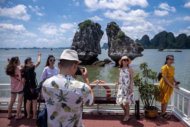 Bloomberg: Việt Nam là một cái tên nổi bật rõ ràng về sự phục hồi du lịch - Ảnh 3.