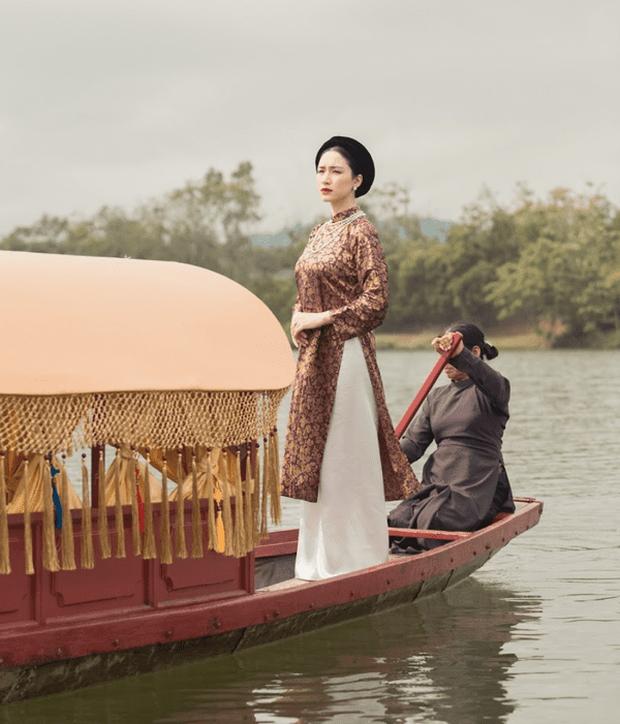 Bức ảnh đang viral nhất MXH hôm nay: Ai không chịu khó xem MV liệu có nhận ra Sơn Tùng M-TP, Chi Pu và Hoà Minzy đang chèo thuyền cứu Đen Vâu? - Ảnh 4.