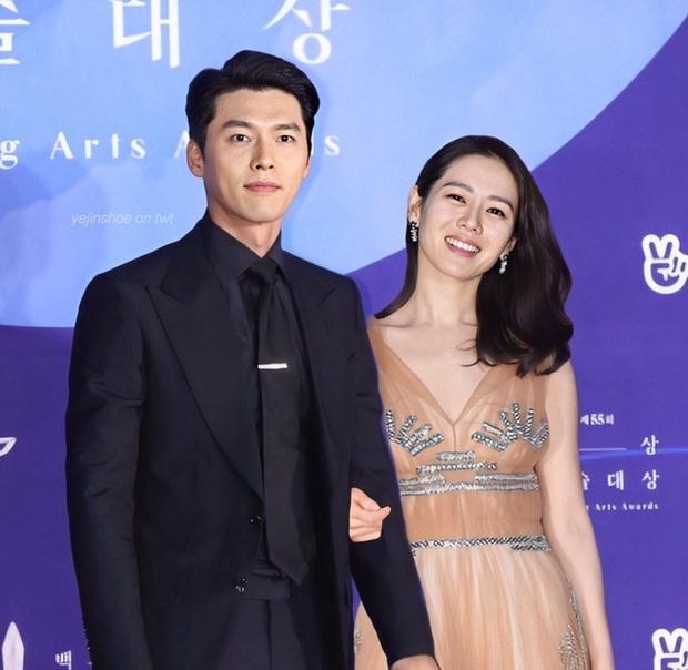 Hyun Bin và Son Ye Jin vừa xác nhận tham dự lễ trao giải Baeksang vào 5/6, netizen đã ngay lập tức so sánh với cặp đôi Song - Song ngày nào - Ảnh 3.