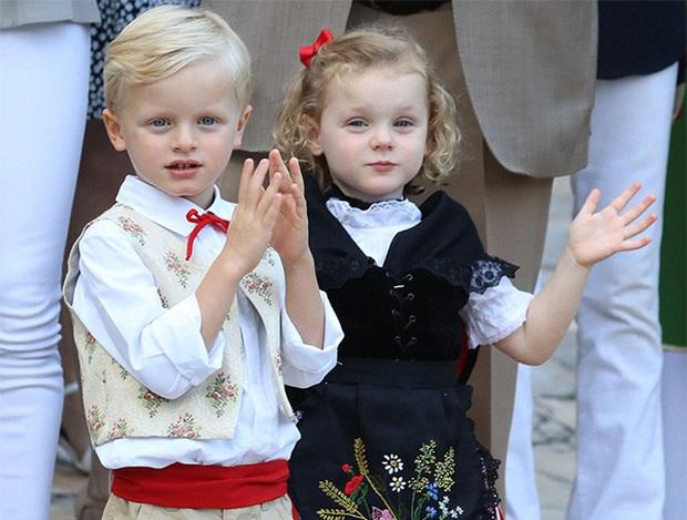 Những gương mặt nhí sinh ra đã đội vương miện trên đầu: Hoàng tử Anh đông fan từ bé, Hoàng tử Nhật lại không phải con trai của Thiên Hoàng - Ảnh 3.