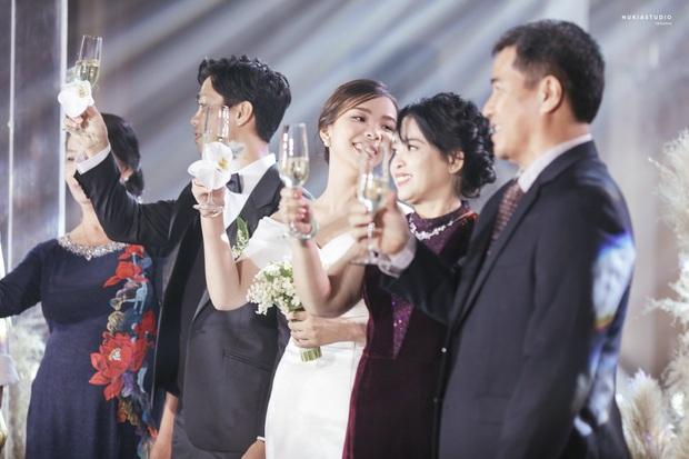 Công Phượng lần đầu lên tiếng sau lễ đính hôn, khoe ảnh cưới đẹp lung linh - Ảnh 2.