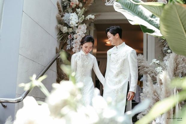 Khoảnh khắc xúc động nhất hôn lễ kín đáo của Công Phượng: Cô dâu - chú rể siết chặt tay, nghẹn ngào trong hạnh phúc! - Ảnh 4.