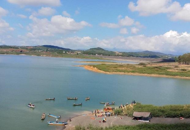2 học sinh lớp 8 chết đuối thương tâm tại hồ thủy điện Đại Ninh - Ảnh 1.