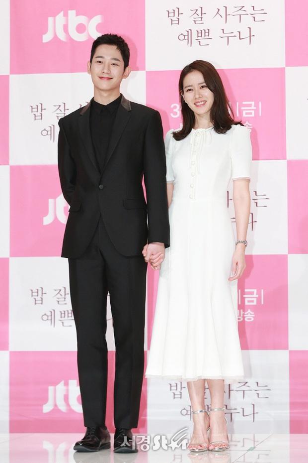 Tưởng tránh Hyun Bin để ra góc riêng với Jung Hae In, ai dè Son Ye Jin vẫn ngó lơ: Chân tình thiếu được nhưng chân mày thì không - Ảnh 5.