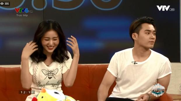 Huyền Thoại - Ngọc Anh đi show chung hậu Người ấy là ai nhưng sao ngồi xa cách thế này? - Ảnh 5.