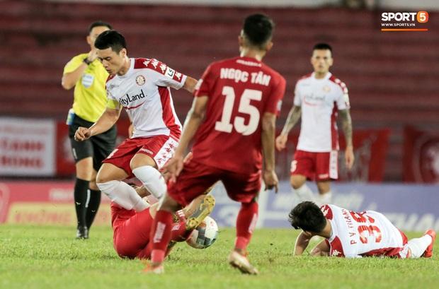 Cầu thủ Việt Nam học sao thế giới cách cực dị: Nằm sõng xoài ra sân ngăn cú đá phạt tinh quái - Ảnh 10.