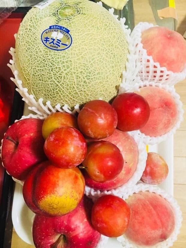 Giá mận Nhật lên tới 213k/kg nhưng người Việt ở Nhật vẫn cắn răng mua ăn cho đỡ nhớ món quả đặc sản quê nhà - Ảnh 1.