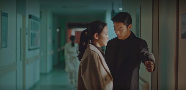 Phát hãi vì bệ hạ bất tỉnh, Jo Yeong phũ phàng cấm cửa Tae Eul vì nghi cô âm mưu hạ độc ở tập 14 Quân Vương Bất Diệt? - Ảnh 4.