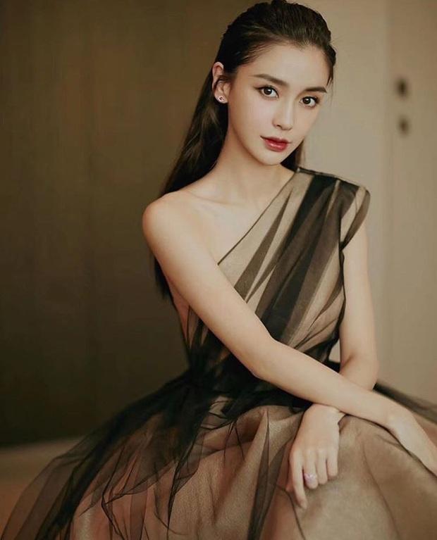 Tỏa sáng như nữ thần tại Baeksang 2020 nhưng ai ngờ tiểu tam hot nhất màn ảnh Hàn diện lại váy cũ Angela Baby từng mặc từ 2 năm trước - Ảnh 7.
