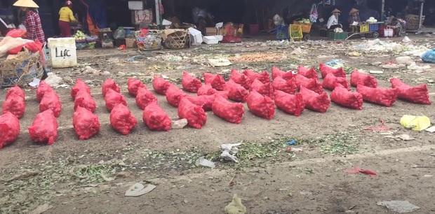 Chợ đầu mối Thủ Đức: Chợ nông sản nhưng được bao quanh bởi rác - Ảnh 5.