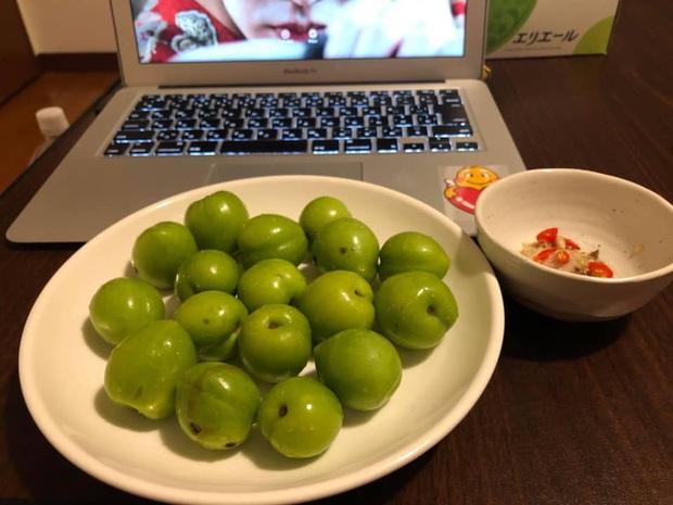 Giá mận Nhật lên tới 213k/kg nhưng người Việt ở Nhật vẫn cắn răng mua ăn cho đỡ nhớ món quả đặc sản quê nhà - Ảnh 6.