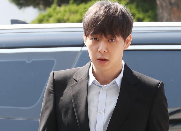 Kết cục sao Hàn dính bê bối chất cấm: Từ quyền lực nhất nhì châu Á thành kẻ tù tội, quý tử phó chủ tịch tập đoàn LG phải tự tử vì bị tẩy chay - Ảnh 9.