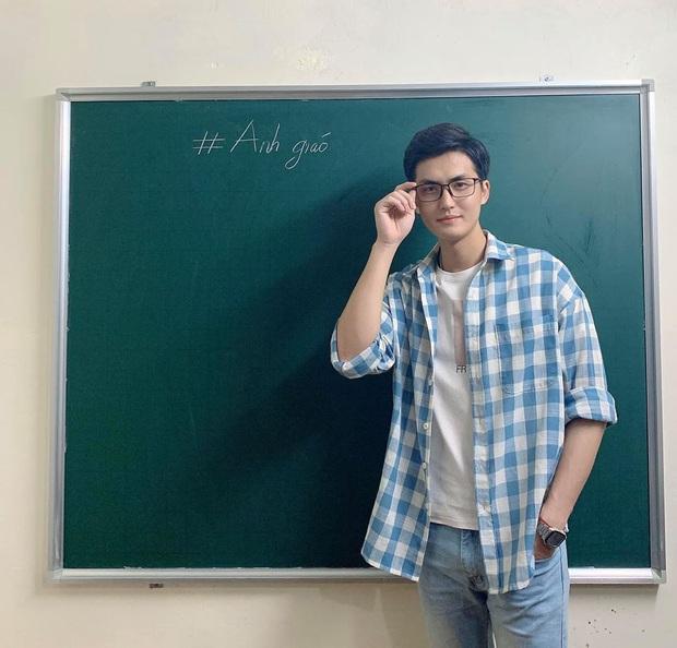 Thầy giáo livestream đẹp trai bất ngờ lên sóng Quý ông đại chiến, đọc thơ thả thính toàn đồ thị, hàm số - Ảnh 7.