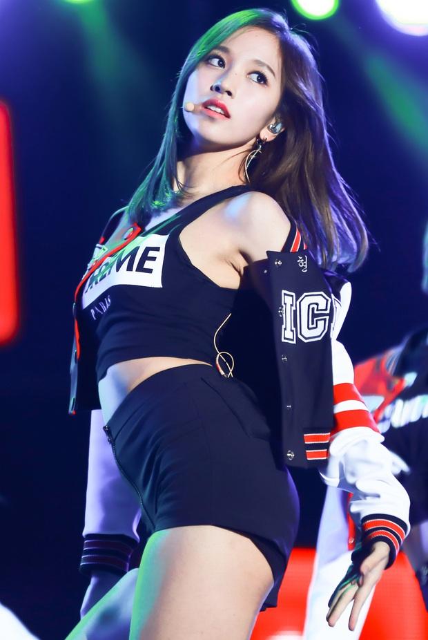 Chịu chơi như nữ idol Mina (Twice), đầu tư hẳn dàn PC cực xịn để rảnh tay thì cày game - Ảnh 9.