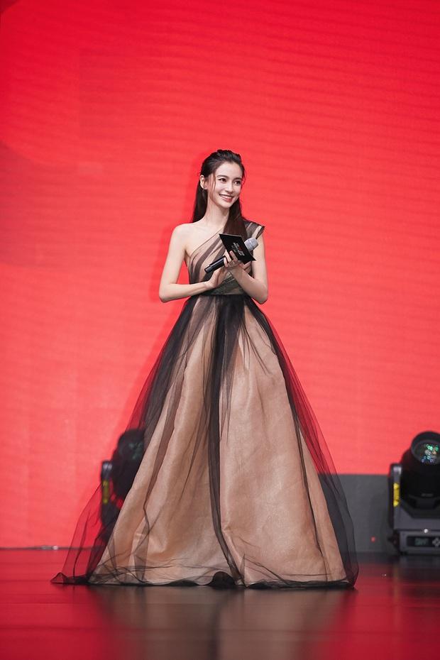 Tỏa sáng như nữ thần tại Baeksang 2020 nhưng ai ngờ tiểu tam hot nhất màn ảnh Hàn diện lại váy cũ Angela Baby từng mặc từ 2 năm trước - Ảnh 5.