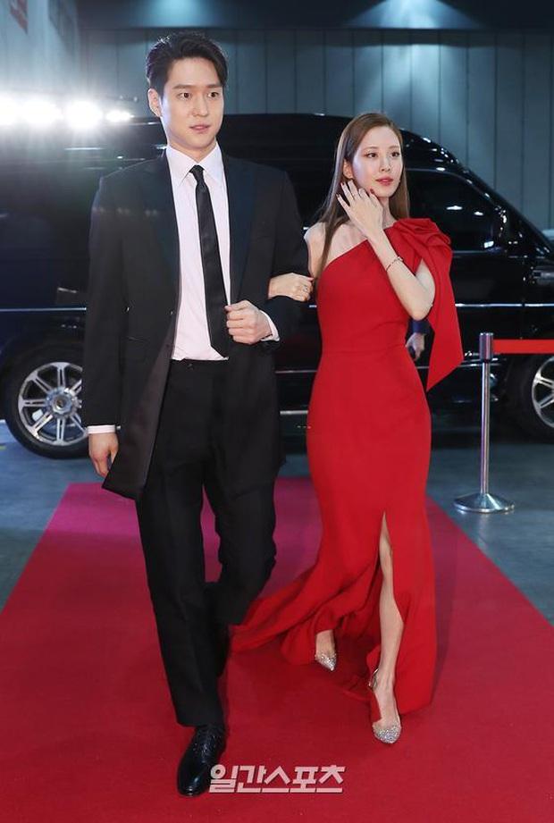 Siêu thảm đỏ Baeksang 2020: Son Ye Jin - Hyun Bin, Park Bo Gum - Suzy thái độ lạ, tiểu tam Thế giới hôn nhân lấn át cả IU, Seohyun - Ảnh 25.
