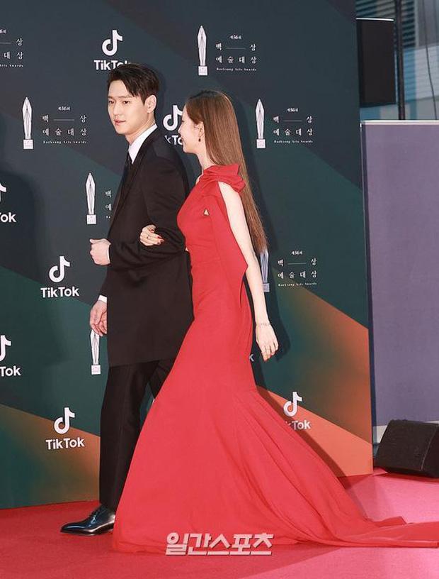 Couple Seohyun và tài tử Reply 1988 thành yếu tố bùng nổ bất ngờ trên thảm đỏ Baeksang, nhưng mặt em út SNSD sao thế này? - Ảnh 3.