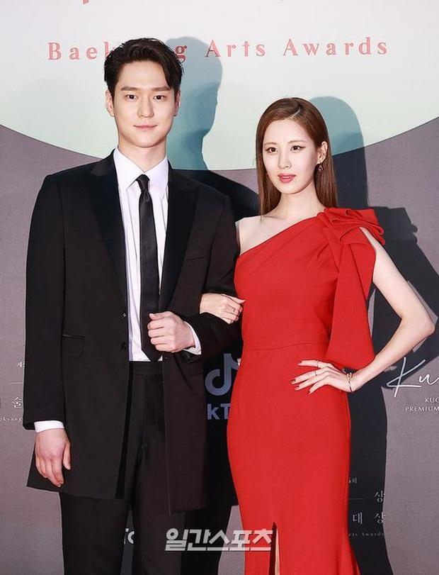 Couple Seohyun và tài tử Reply 1988 thành yếu tố bùng nổ bất ngờ trên thảm đỏ Baeksang, nhưng mặt em út SNSD sao thế này? - Ảnh 5.