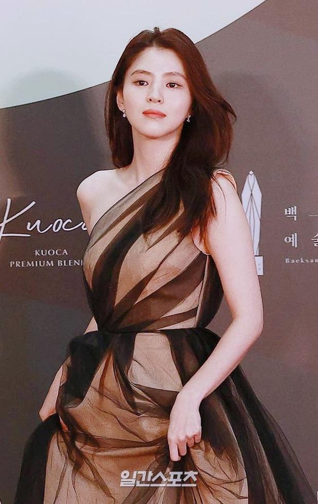 Tỏa sáng như nữ thần tại Baeksang 2020 nhưng ai ngờ tiểu tam hot nhất màn ảnh Hàn diện lại váy cũ Angela Baby từng mặc từ 2 năm trước - Ảnh 2.